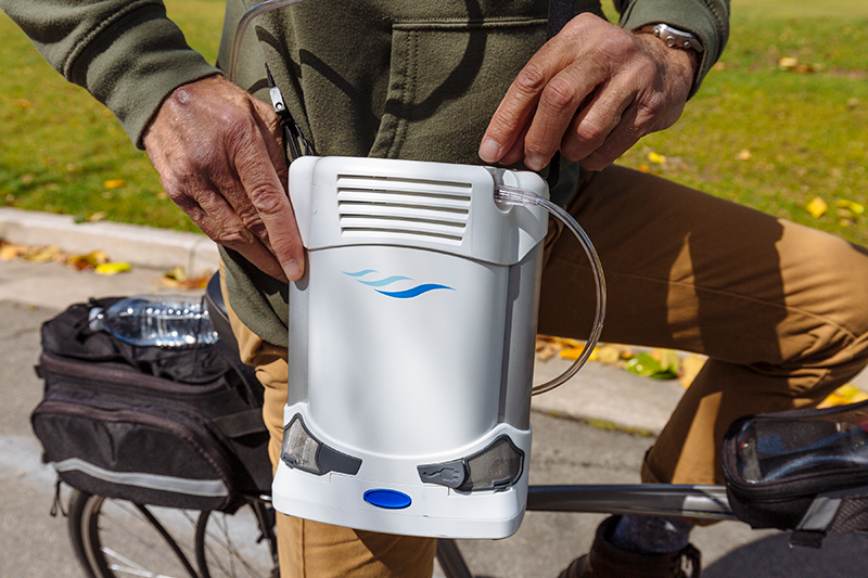 CAIRE_FreeStyle_Comfort-Portable-Oxygen-Concentrator-Bike_11